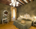 Junior Suite with Canal View, Palazzo Guardi